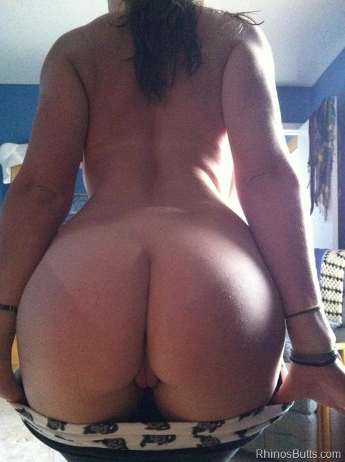 sexy milf with large asses ready to try anal sex